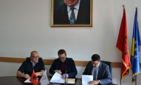 The University of Gjakova signs the memorandum of cooperation with the Kosovo Insurance Association